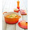 product in gebruik Ronde Stoof-/Braadpan 24 cm Oranje-rood
