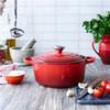 product in gebruik Ronde Stoof-/Braadpan 20 cm Kersenrood
