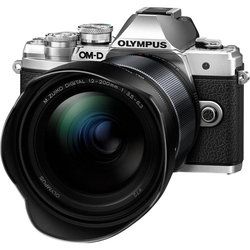 Olympus OM-D E-M10 Mark III Zilver + 12-200mm f/3.5-6.3 Zwart