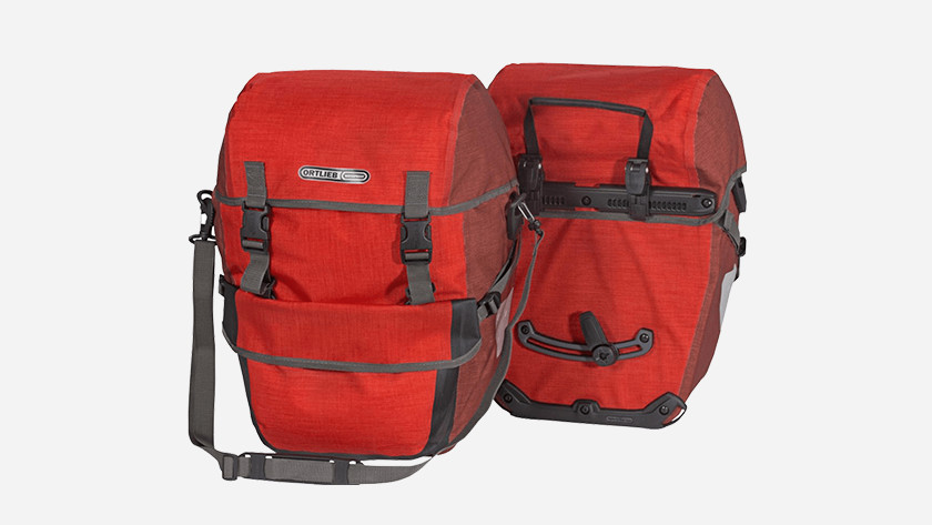 282a2e5cbb Il vous faut une ou plusieurs sacoches de vélo pour emmener vos affaires.  Vous pouvez utiliser une sacoche arrière ou avant pour transporter la  plupart ...