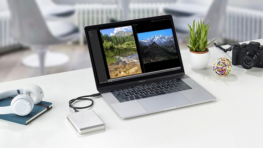 Laptop met extra opslagruimte in de vorm van een harde schijf.
