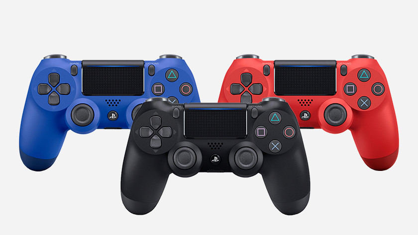 Dualshock controllers in 3 colours
