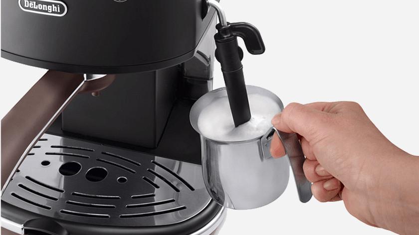 Faire mousser le lait avec une buse vapeur