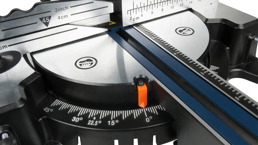 Régler l'angle de découpe de la scie à onglet