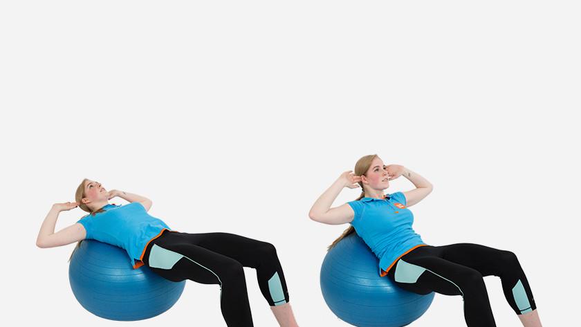 Explication du basic crunch avec un ballon de fitness