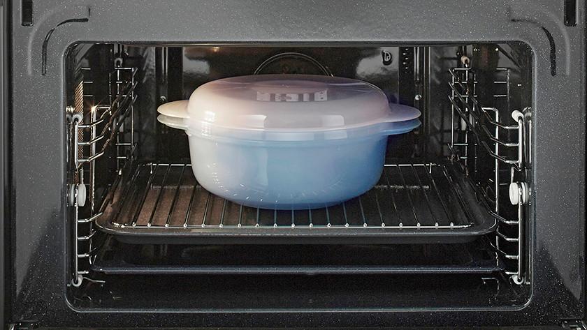 Oven met een bakje erin