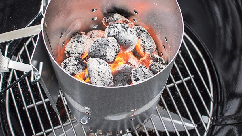 Allumer du charbon prend au moins 30 minutes