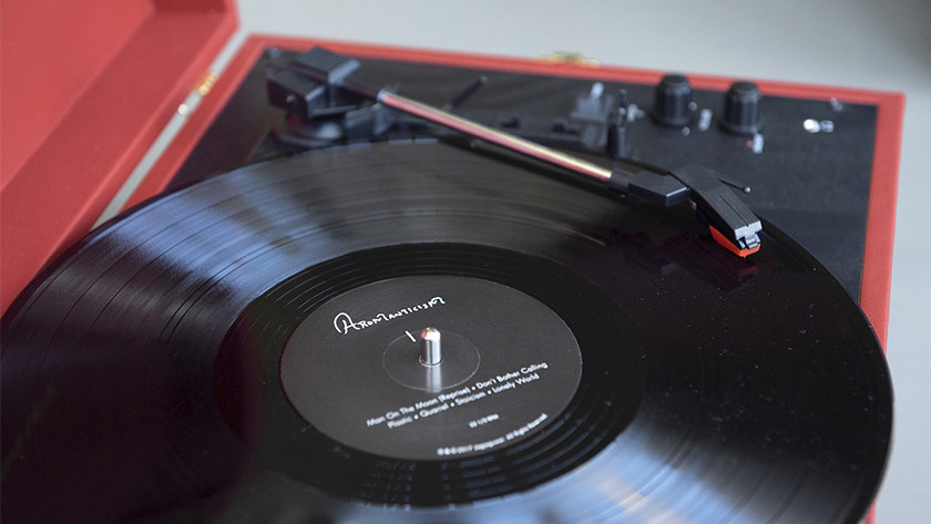 Integrated speakers in the record player
