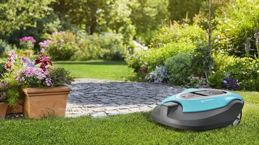 Robotmaaier in tuin