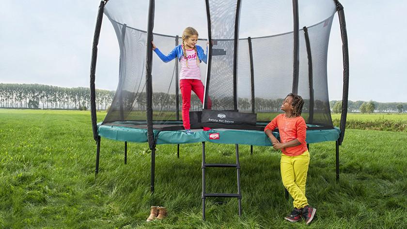Onverharde ondergrond trampoline op poten