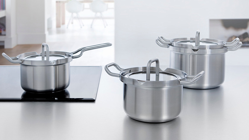 Different sizes of cooking pots