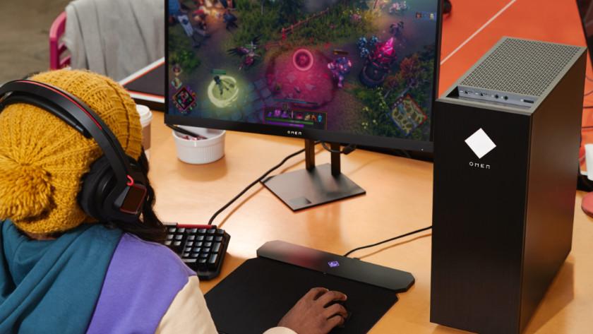 Een HP Omen desktop en monitor