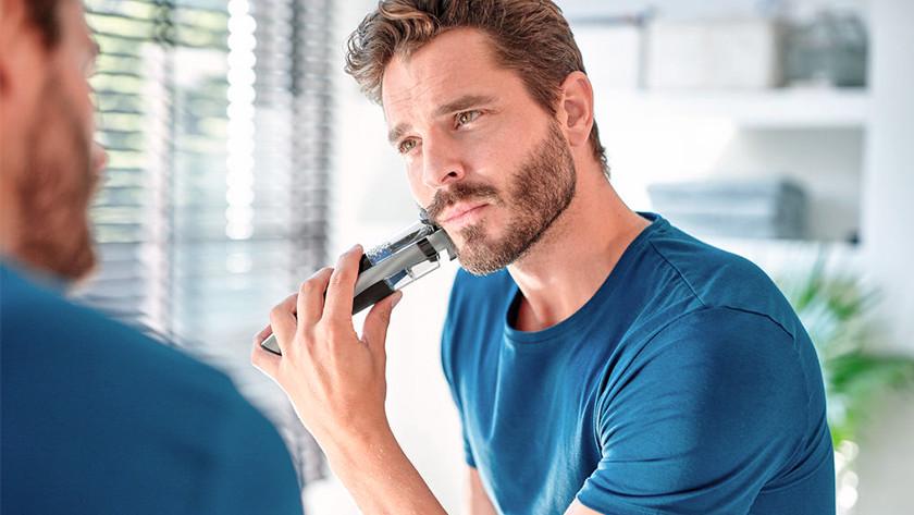 Tondre une barbe courte avec une tondeuse à barbe Philips