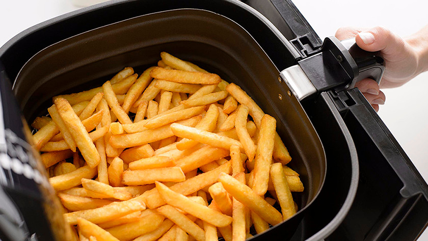 Airfryer basket with fries