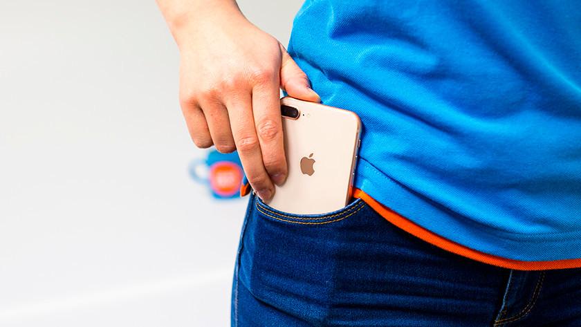 iPhone in broekzak
