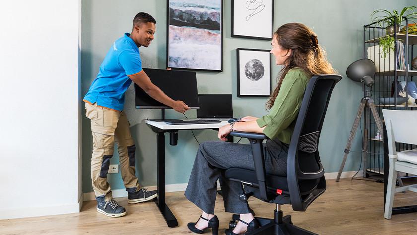 Bureaustoel en bureau installeren