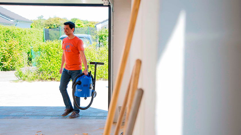 Cordless or power grid construction vacuums