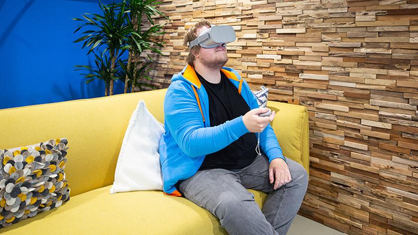 Simulaties met een VR bril op.