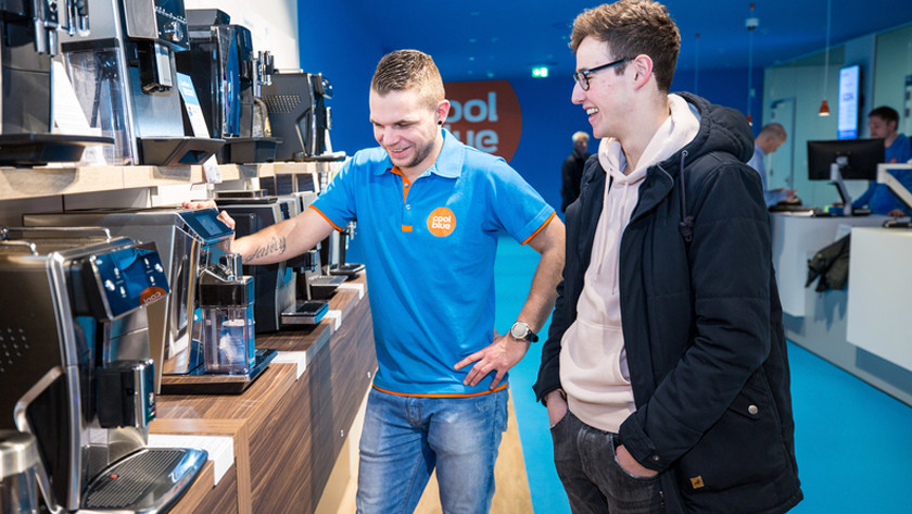 Découvrir des machines à café dans le magasin Coolblue à Amsterdam