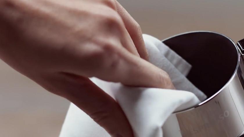 Nettoyer un mousseur de lait