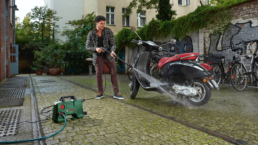 Motor schoonspuiten