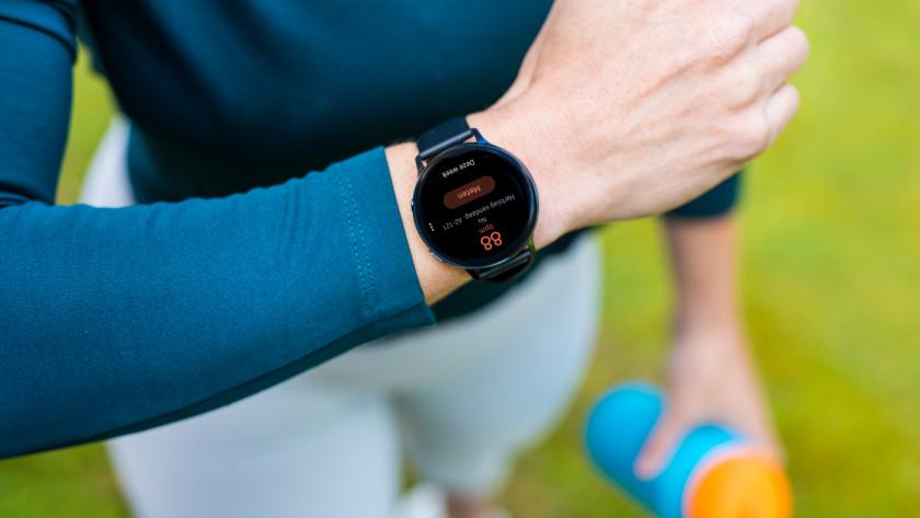 Pols met gezondheid horloge