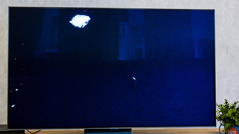 Samsung Q90R black display