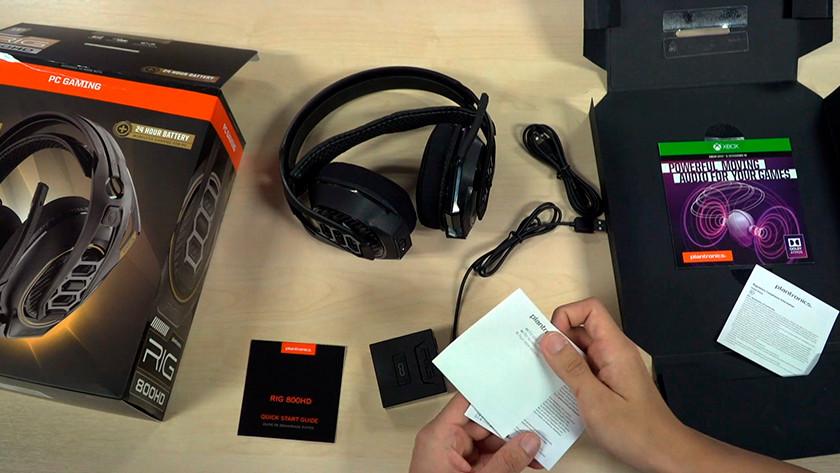 Alle benodigdheden uit de doos van een Dolby Atmos headset