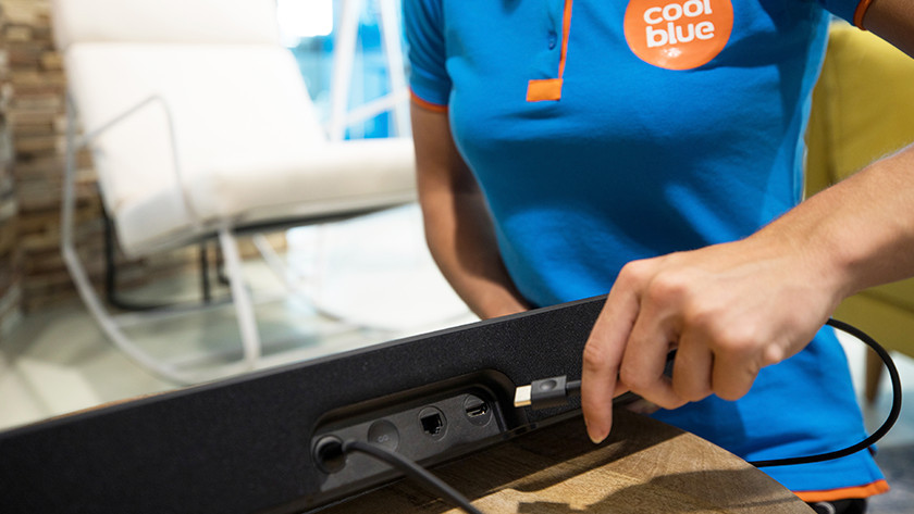 Connecting the soundbar