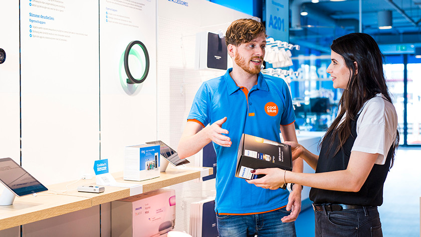 Ampoules connectées en magasin avec expert