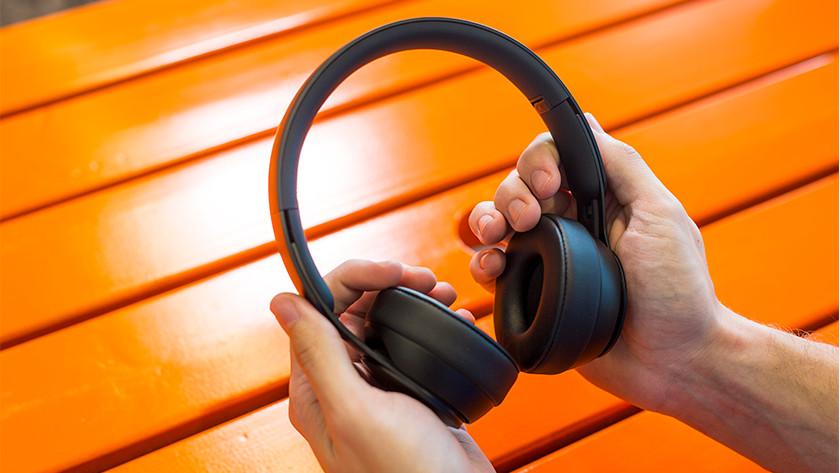 Beats Solo Pro in handen