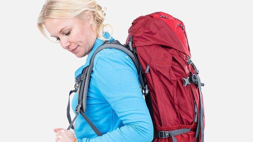Schouderband backpack aantrekken