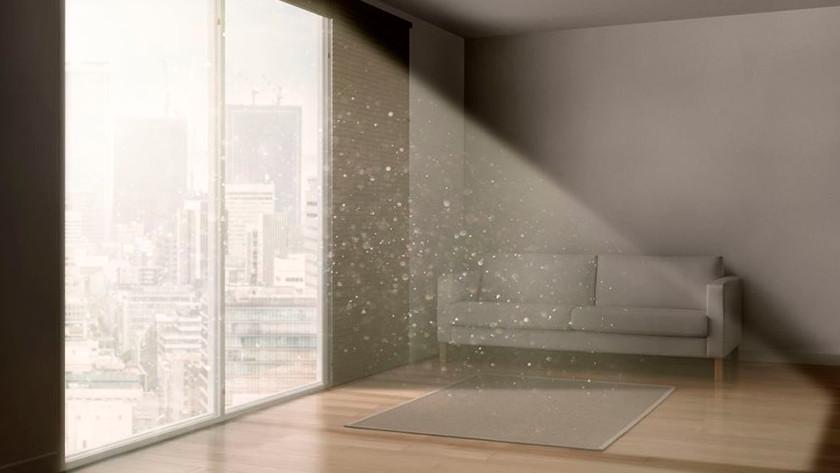 Woonkamer met veel stof in de lucht