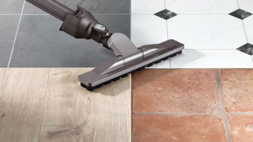 Suction power when vacuuming different floor types