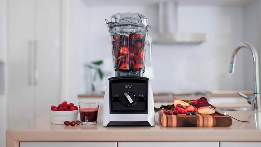smart blender met rood fruit
