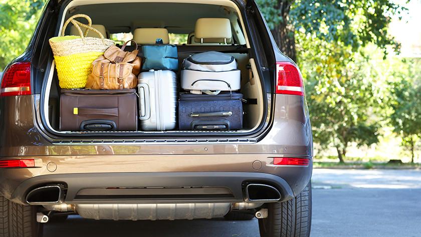 Voyager en voiture avec une valise souple