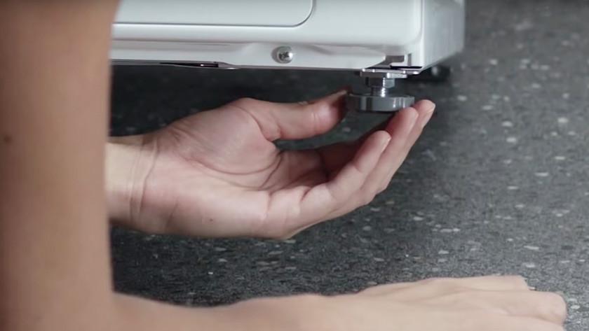 Mettre la machine à laver Samsung bien droite