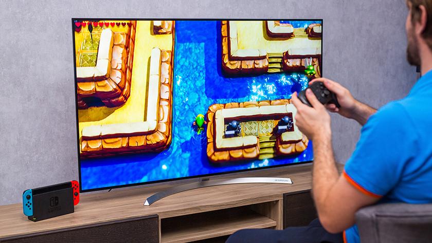Gamen op een Nintendo Switch en televisie