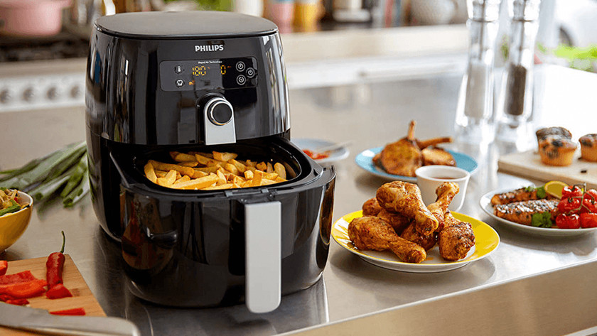 Airfryer with fries and chicken