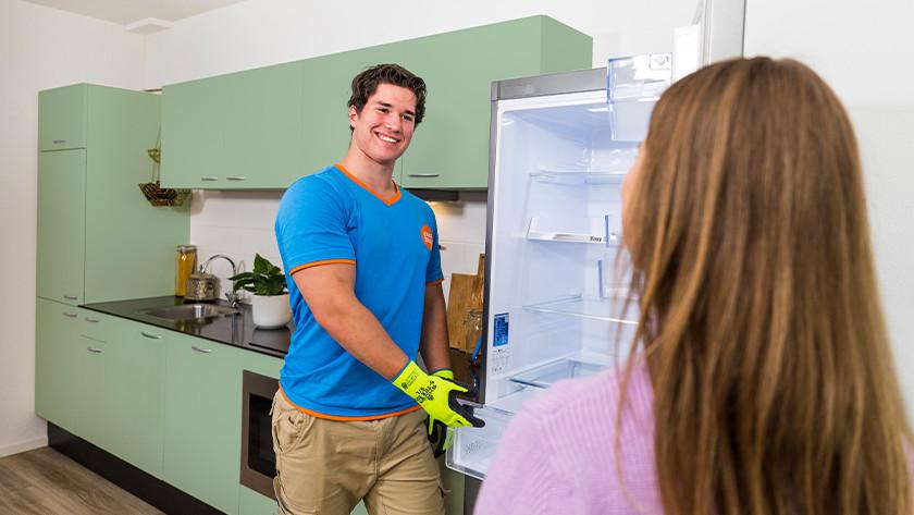 Réfrigérateur ouvert dans la cuisine
