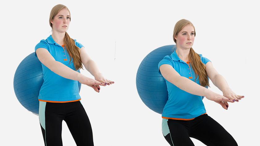 explication squat au mur avec le ballon de fitness
