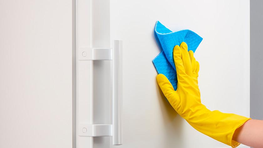 Nettoyer l'extérieur du congélateur