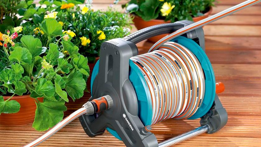 Système de rangement pour tuyau d'arrosage