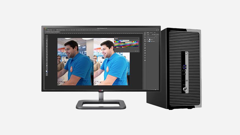 Bewerken van foto Coolblue medewerker in Photoshop op HP desktop.
