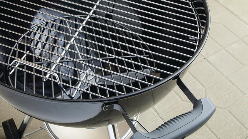 Nettoyer un barbecue au charbon