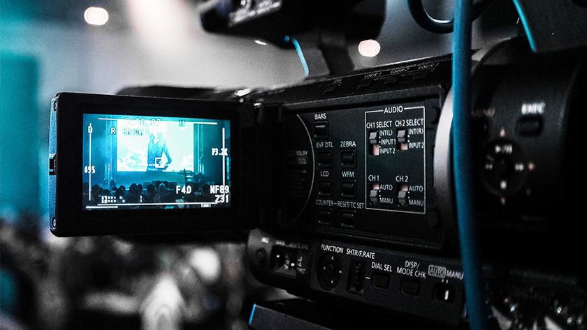 Een modeshow filmen met een videocamera.