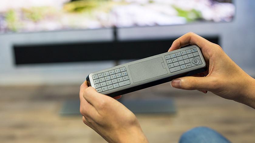 Het QWERTY toetsenbord aan de achterkant