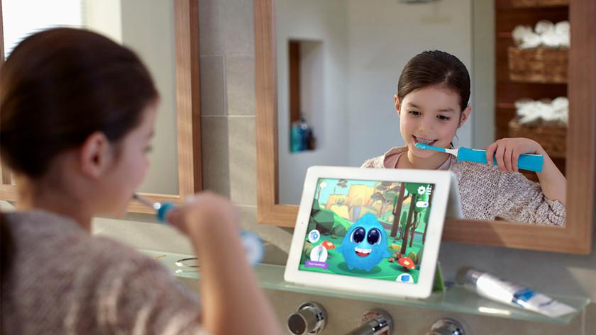 Sparkly helpt kinderen om de juiste poetstechniek onder de knie te krijgen.