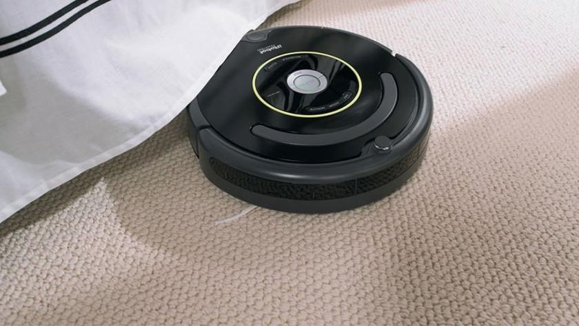 Floor type robot vacuums