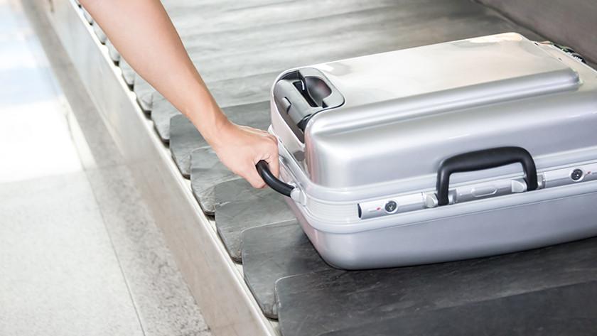 Voyager en avion avec une valise rigide